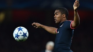 Bayern Munich's Brazilian midfielder Douglas Costa controls the ball during the UEFA Champions League football match between Arsenal and Bayern Munich at the Emirates Stadium in London, on October 20, 2015.    AFP PHOTO / BEN STANSALL