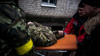A Ukrainian soldier wounded during clashes with pro-Russian separatists near Debaltseve lies on a stretcher as he arrives at the hospital in the Ukrainian-controlled town of Artemivsk, in the Donetsk region, on February 2, 2015. Pro-Russian separatists vowed on February 2 to mobilise up to 100,000 fighters for their latest east Ukraine offensive as the United States mulled sending weapons to Kiev's outgunned forces after the latest truce bid collapsed. AFP PHOTO / MANU BRABO