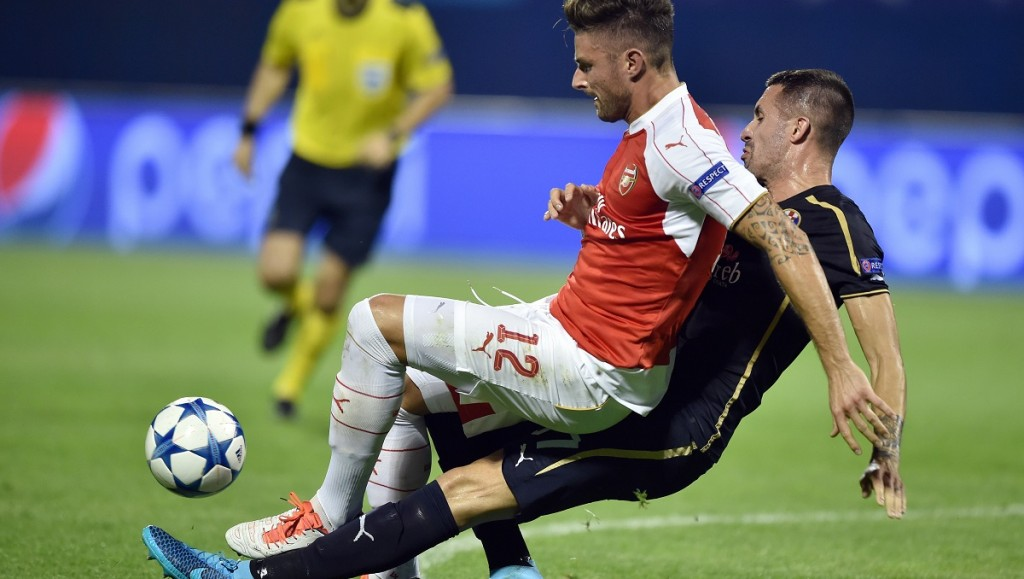 Arsenal's French forward Olivier Giroud (L) vies with Dinamo Zagreb's Macedonian midfielder Arijan Ademi (R) during the UEFA Champions League Group F football match between GNK Dinamo Zagreb and Arsenal FC at Maksimir Stadium in Zagreb on September 16, 2015.  AFP PHOTO / ANDREJ ISAKOVIC