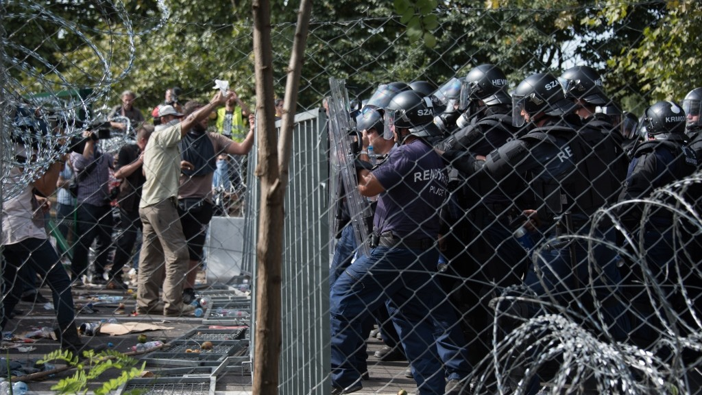 SERBIA, Horgos: Hungarian riot police clash with refugees waiting to cross the border from the Serbian border town of Horgos on September 16, 2015.  - CITIZENSIDE/DIEGO CUPOLO