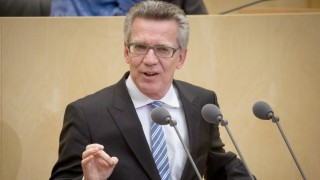 German Interior Minister Thomas de Maiziere (CDU) speaking in the German Bundesrat in Berlin, Germany, 16 October 2015. The main themes of the session were the vote on a law to speed up asylum procedures and the election of a new Bundesrat president. PHOTO: KAY NIETFELD/DPA