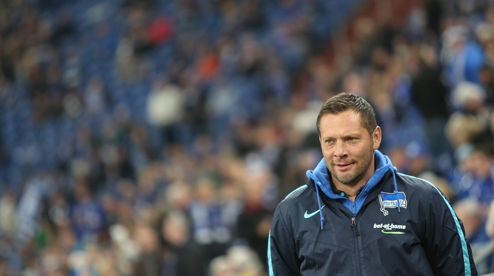 Hertha's head coach Pal Dardai prior to the German Bundesliga soccer match between FC Schalke 04 and Hertha BSC in Gelsenkirchen, Germany, 17 October 2015. Photo:MAJAHITIJ/dpa  (EMBARGO CONDITIONS - ATTENTION: Due to the accreditation guidelines, the DFL only permits the publication and utilisation of up to 15 pictures per match on the internet and in online media during the match.)