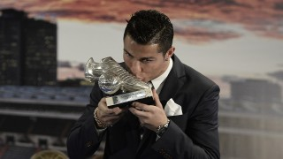 MADRID, SPAIN - OCTOBER 02: Real Madrid's Portuguese forward Cristiano Ronaldo kisses his trophy during a tribute ceremony in his honour for becoming the team's all-time top goalscorer with 324 goals at the Santiago Bernabeu stadium in Madrid, Spain, on October 02, 2015. Burak Akbulut / Anadolu Agency