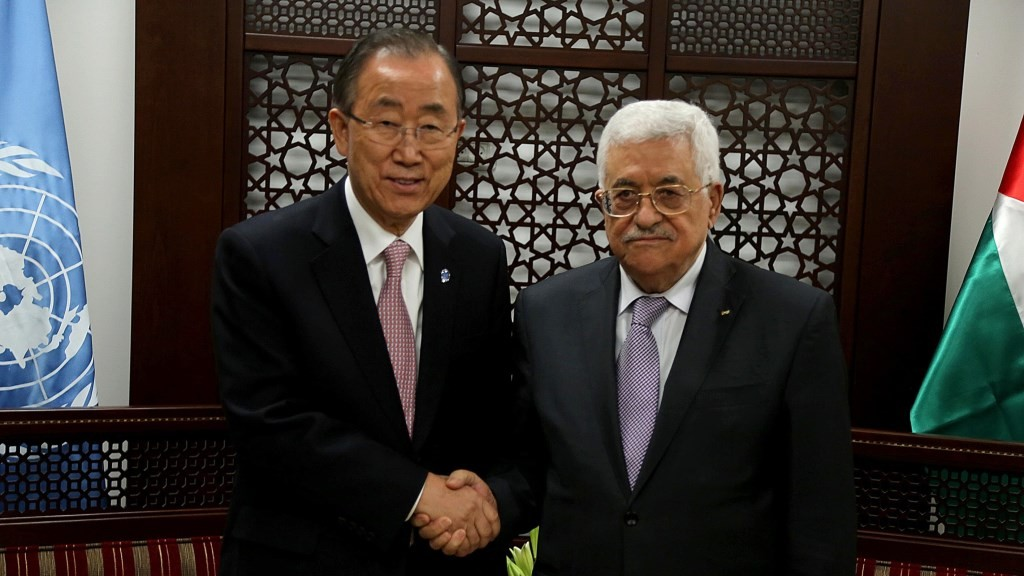 RAMALLAH, WEST BANK - OCTOBER 21: Palestinian President Mahmoud Abbas (R) welcomes UN Secretary-General Ban Ki-moon (L) prior to a meeting in Ramallah, West Bank on October 21, 2015. Issam Rimawi / Anadolu Agency