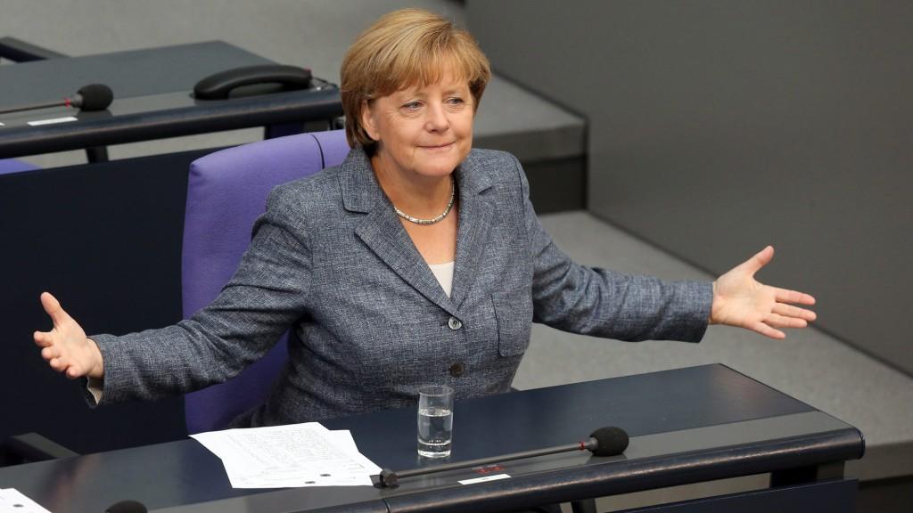 Berlin, 2015. augusztus 19. Angela Merkel német kancellár a 86 milliárd eurós görög hitelprogram elindításáról tartott szavazás elõtt a német törvényhozás alsóházában (Bundestag) Berlinben 2015. augusztus 19-én. A Bundestag nagy többséggel megszavazta, hogy Németország részt vegyen az új görög mentõprogramban. (MTI/  EPA/Wolfgang Kumm)