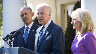 Washington, 2015. október 21. Joe Biden amerikai alelnök (k) Barack Obama amerikai elnök (b) és neje, Jill Biden társaságában bejelenti, hogy nem indul az amerikai elnökválasztáson a washingtoni Fehér Ház Rózsakertjében 2015. október 21-én. (MTI/EPA/Jim Lo Scalzo)