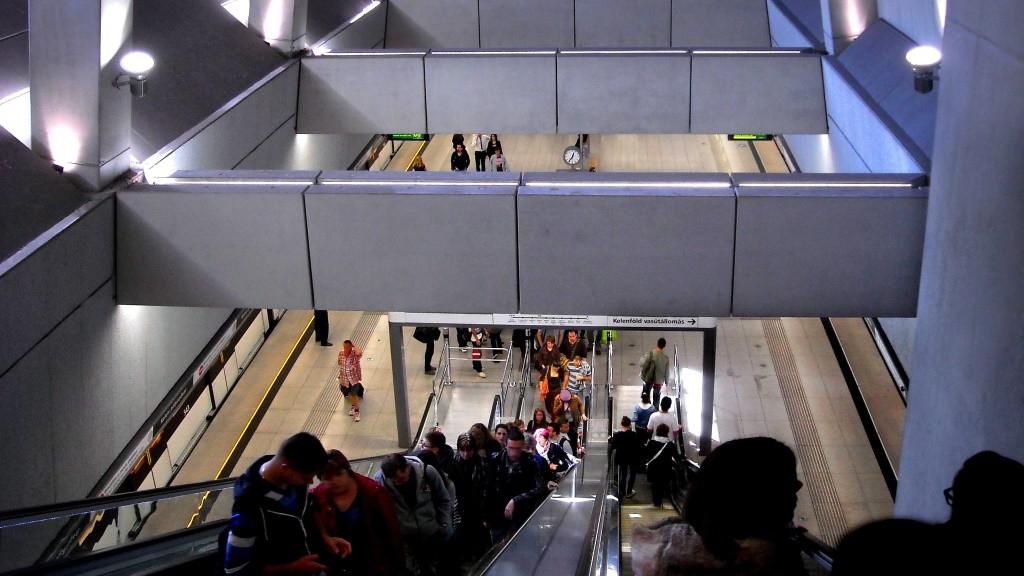 Közlekedés - Budapest - A 4-es metró a Baross téri állomása
