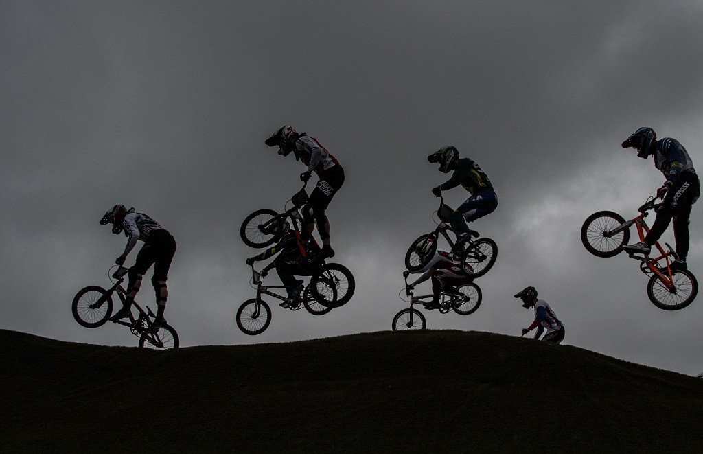 Cyclists take part in a BMX test event for the 2016 Rio Olympics Games at the Cidade Olimpica of Deodoro in Rio de Janeiro, Brazil, on October 4, 2015.  AFP PHOTO / CHRISTOPHE SIMON