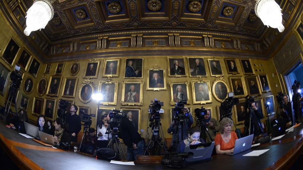 Journalists wait for the beginning of a press conference of the Nobel Committee to announce the winner of the 2015 Nobel Prize in Physics on October 6, 2015 at the Swedish Academy of Sciences in Stockholm, Sweden.    AFP PHOTO / JONATHAN NACKSTRAND