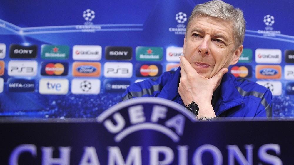 Barcelona, 2011. március 7. Arséne WENGER, az Arsenal FC angol labdarúgóklub francia vezetõedzõje sajtóértekezletén újságírói kérdést hallgat a barcelonai Camp Nou Stadionban. Másnap játszik együttese a Bajnokok Ligája nyolcaddöntõjében visszavágó mérkõzést az FC Barcelona csapata ellen idegenben. (MTI/AP/Manu Fernandez)
