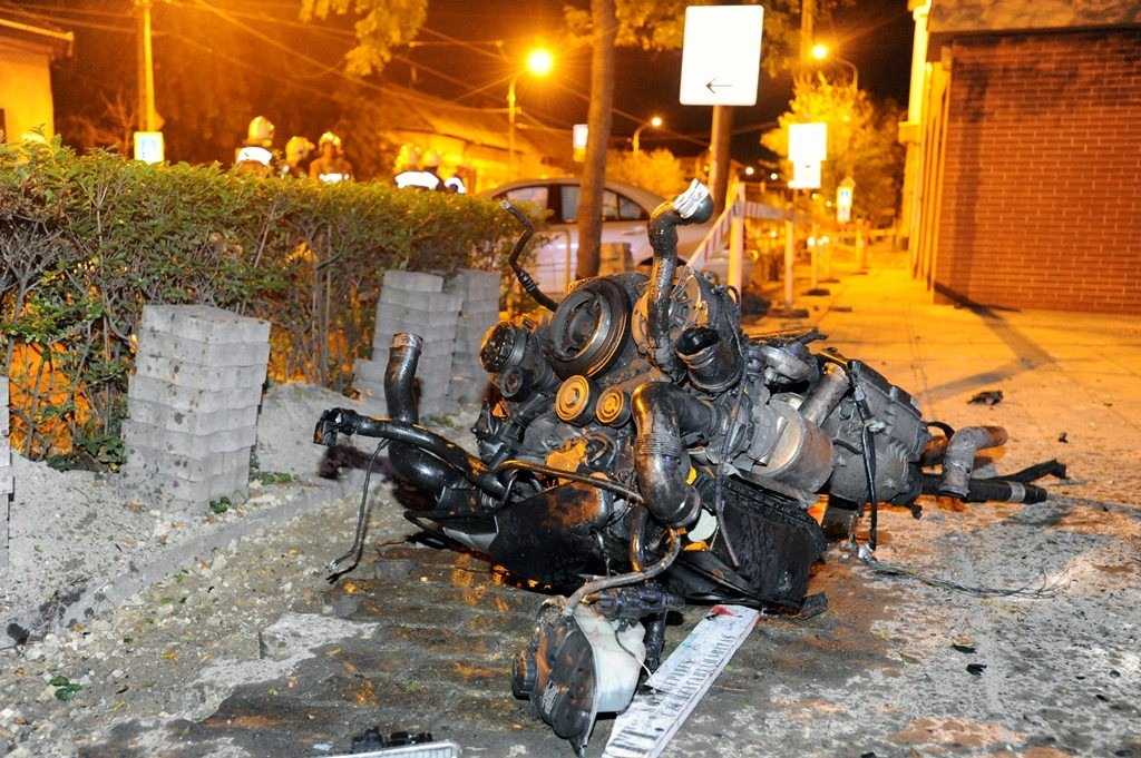 Villanyoszlopnak ütközött egy autó a XIX. kerületben