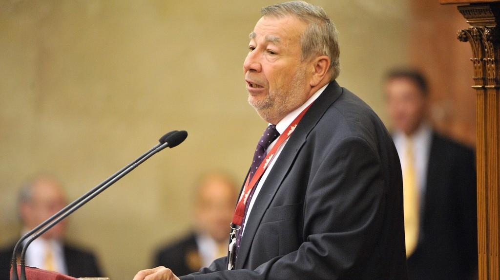 Budapest, 2015. június 23. Kovács Árpád, a Költségvetési Tanács (KT) elnöke felszólal a jövõ évi költségvetés végszavazása elõtt az Országgyûlés plenáris ülésén 2015. június 23-án. A költségvetést 119 igennel, 63 nem ellenében fogadta el a parlament. MTI Fotó: Kovács Tamás