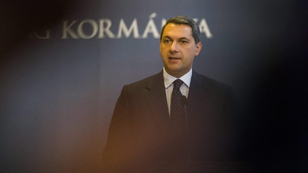 Budapest, 2015. október 29.Lázár János Miniszterelnökséget vezető miniszter sajtótájékoztatót tart az Országházban 2015. október 29-én.MTI Fotó: Balogh Zoltán