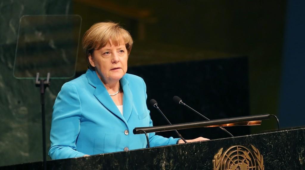 New York, 2015. szeptember 25. Angela Merkel német kancellár felszólal az ENSZ fenntartható fejlõdési csúcstalálkozóján a világszervezet New York-i székházában 2015. szeptember 25-én. A világ vezetõi a következõ 15 év fõ feladatait, köztük az éhség és szegénység elleni küzdelemmel kapcsolatos teendõket határozzák meg. (MTI/EPA/Justin Lane)