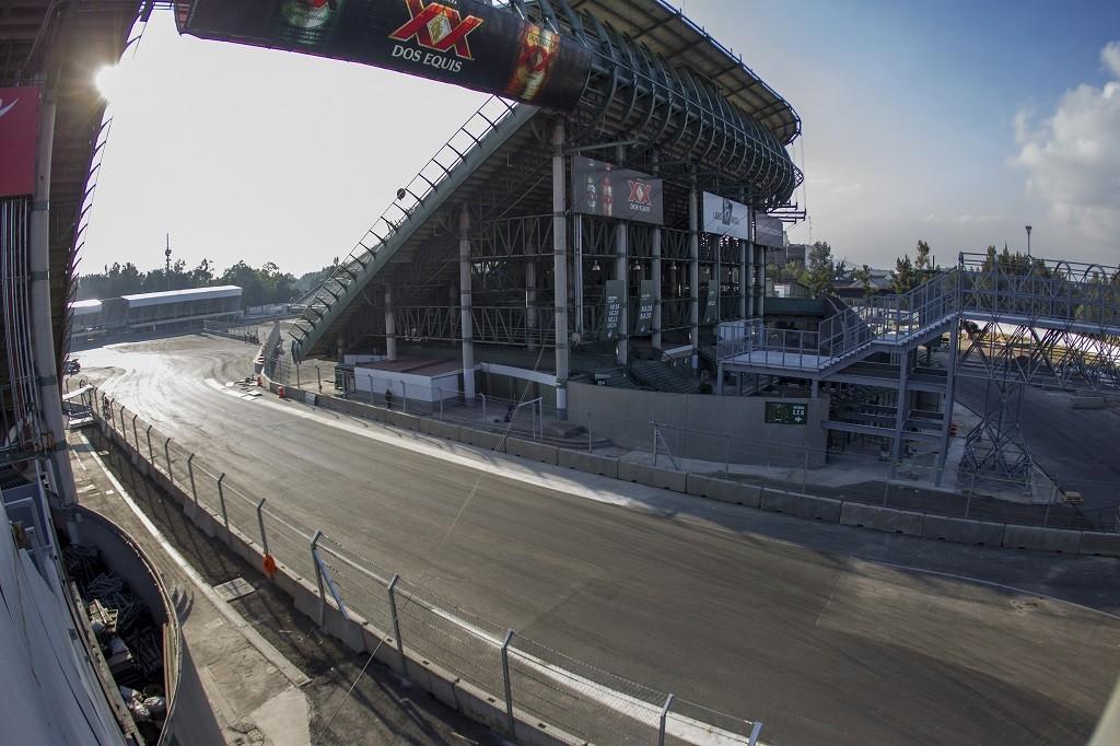 Photo during the tour at the Autodromo Hermanos Rodriguez before the F1 Grand Prix of Mexico 2015.  Foto durante el recorrido en el Autodromo Hermanos Rodriguez previo al Gran Premio de formula 1 Mexico 2015.  16/10/2015/MEXSPORT/Bernardo Maldonado.