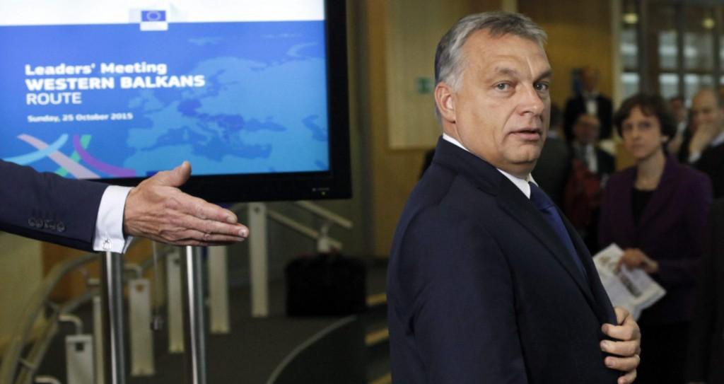 Brüsszel, 2015. október 25. Orbán Viktor miniszterelnök érkezik az európai menekültválságról rendezett rendkívüli csúcstalálozóra az Európai Bizottság brüsszeli székházában 2015. október 25-én. (MTI/AP/Francois Walschaerts)