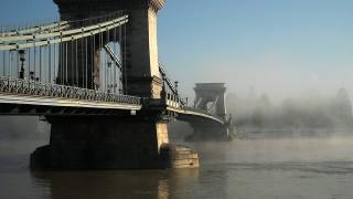 Budapest, 2014. október 28.Köd borítja a Széchenyi Lánchíd pesti oldalát és a Széchenyi István teret egy őszi reggelen.MTVA/Bizományosi: Jászai Csaba ***************************Kedves Felhasználó!Az Ön által most kiválasztott fénykép nem képezi az MTI fotókiadásának, valamint az MTVA fotóarchívumának szerves részét. A kép tartalmáért és a szövegért a fotó készítője vállalja a felelősséget.