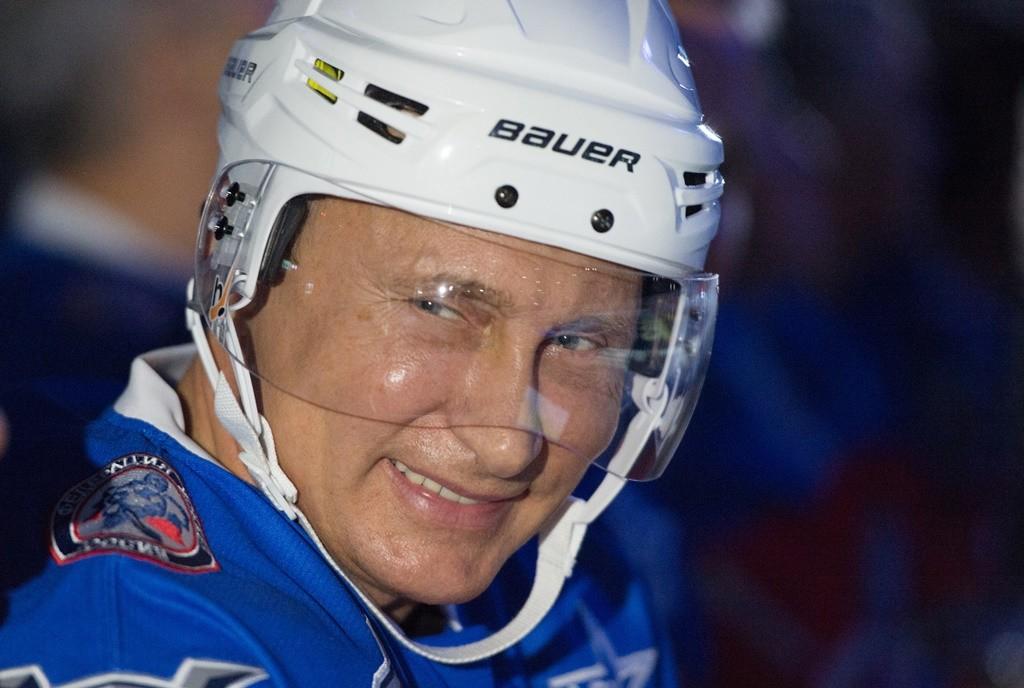 2713744 10/07/2015 Russian President Vladimir Putin takes part in the match between Team Night Hockey League Champions and Team Night Hockey League Board Members and Honorary Guests, October 7, 2015. Sergey Guneev/RIA Novosti
