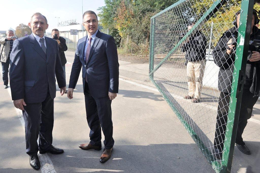 Illegális bevándorlás - Megnyitották a Röszke-Horgos közúti átkelőt