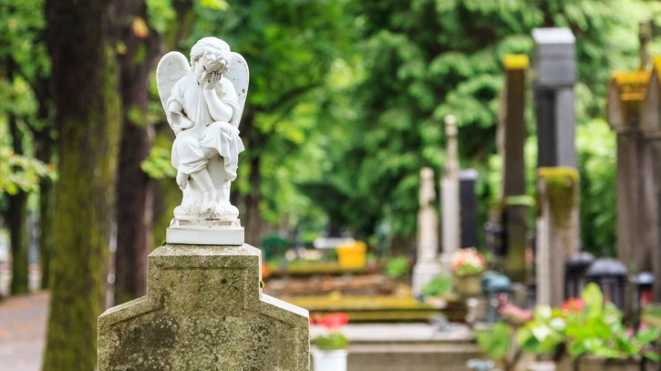 White mourning angel