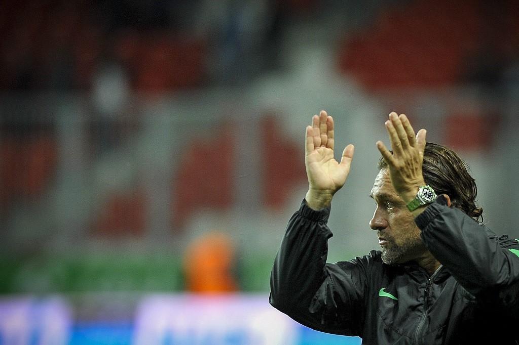 Debrecen, 2015. augusztus 23. Thomas Doll, a Ferencváros vezetõedzõje a labdarúgó OTP Bank Liga 6. fordulójában játszott DVSC-TEVA - Ferencváros mérkõzésen a debreceni Nagyerdei Stadionban 2015. augusztus 22-én este. A Ferencváros 3-0-ra gyõzött. MTI Fotó: Czeglédi Zsolt