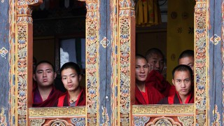 Buddhist monks await Crown Prince Willem-Alexander of the Netherlands and Princess Maxima of the Netherlands to the Tango monastery near Timphu, Bhutan, 30 October 2007. The Dutch Crown Prince Couple is on an official three-day visit to the Himalaya Mountains kingdom on invitation of King Jigme Khesar Namgyal Wangchuck of Bhutan. Photo: Albert Nieboer (NETHERLANDS OUT)