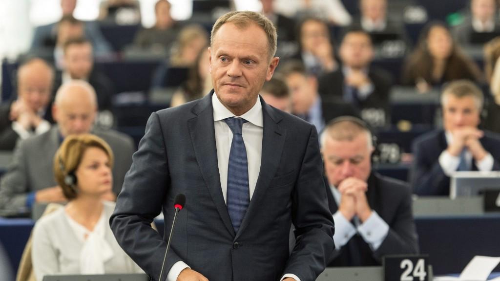 Strasbourg, 2015. október 6. Donald Tusk, az Európai Tanács elnöke felszólal az Európai Parlamentnek a migrációs helyzetrõl és a menedékkérõk humanitárius körülményeirõl tartott vitájában Strasbourgban 2015. október 6-án. (MTI/EPA/Patrick Seeger)