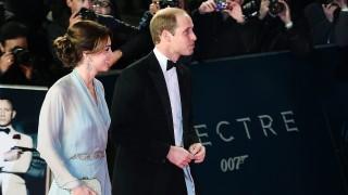 London, 2015. október 26. Vilmos cambridge-i herceg, a brit trónörökös elsõszülött fia, felesége, Katalin cambridge-i hercegnõ érkezik a legújabb James Bond-film, A Fantom visszatér (Spectre) világpremierjére a londoni Royal Albert Hallban 2015. október 26-án. (MTI/EPA/Andy Rain)