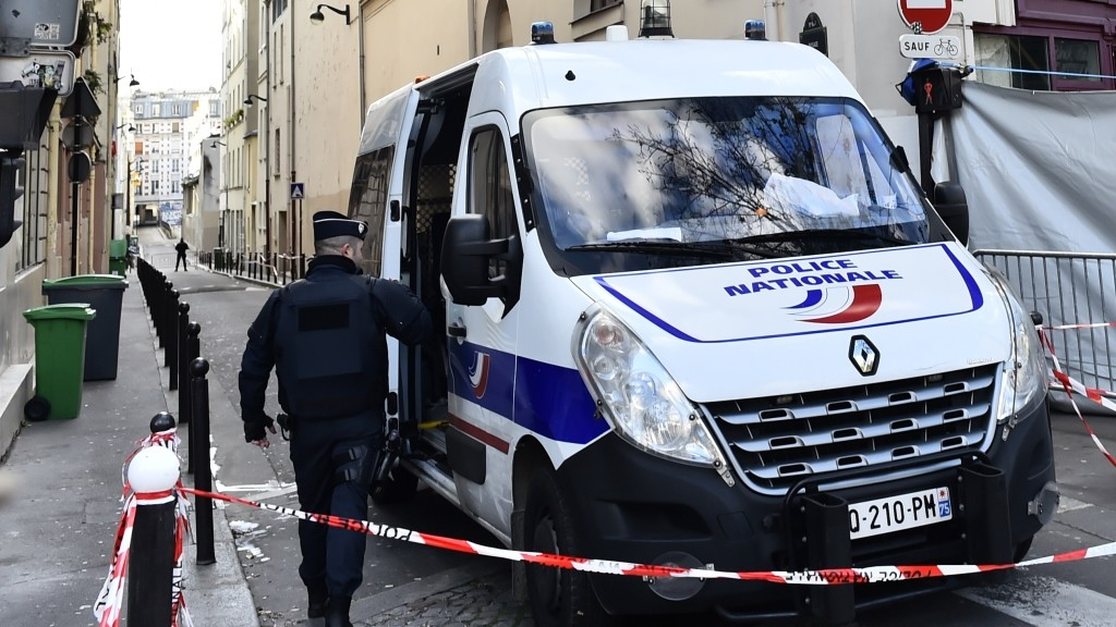 A police car is parked near the Bataclan theatre in Paris, near a makeshift memorial for the victims of the attacks, on November 22, 2015 . AFP PHOTO / LOIC VENANCE / AFP / LOIC VENANCE