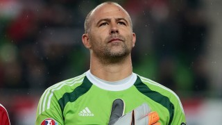 Hungary's national team goalkeeper Gabor Kiraly listens to their nathional anthem prior to the UEFA 2016 European Championship qualifying round Group F football match Hungary vs Faroe Islands at the Groupama Arena  in Budapest on October 8, 2015.  AFP PHOTO / FERENC ISZA