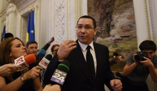 Romania's embattled Prime Minister Victor Ponta addresses journalists as he gets out from the governmental coalition meeting at the Parliament Palace in Bucharest November 4, 2015. Ponta, mired in a corruption scandal, resigned following a deadly nightclub blaze, a day after more than 20,000 people rallied in Bucharest to demand he step down. The 43-year-old announced his resignation on television, saying it was right that top officials took responsibility for the tragedy at the Colectiv disco in Bucharest on October 30, 2015, which left 32 dead and nearly 200 injured.   AFP PHOTO / DANIEL MIHAILESCU