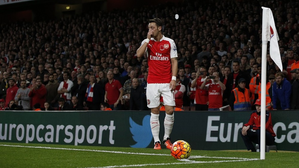Arsenal's German midfielder Mesut Ozil prepares to take a corner during the English Premier League football match between Arsenal and Tottenham Hotspur at the Emirates Stadium in London on November 8, 2015.     AFP PHOTO / ADRIAN DENNIS  RESTRICTED TO EDITORIAL USE. No use with unauthorized audio, video, data, fixture lists, club/league logos or 'live' services. Online in-match use limited to 75 images, no video emulation. No use in betting, games or single club/league/player publications.