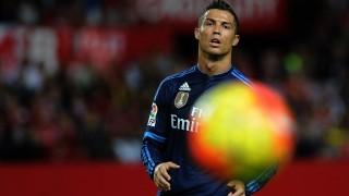 Real Madrid's Portuguese forward Cristiano Ronaldo eyes the ball during the Spanish league football match Sevilla FC vs Real Madrid CF at the Ramon Sanchez Pizjuan stadium in Sevilla on November 8, 2015.   AFP PHOTO/ CRISTINA QUICLER