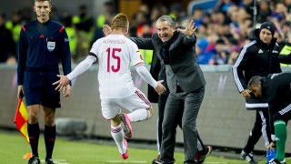 Hungary's German head coach Bernd Storck (R) and forward Laszlo Kleinheisler celebrates scoring during the first-leg play off qualifier football match for the UEFA 2016 European Championship in France on Novemebr 12, 2016 in Oslo, Norway. AFP PHOTO / NTB SCANPIX / VEGARD WIVESTAD GROETT   +++ NORWAY OUT +++