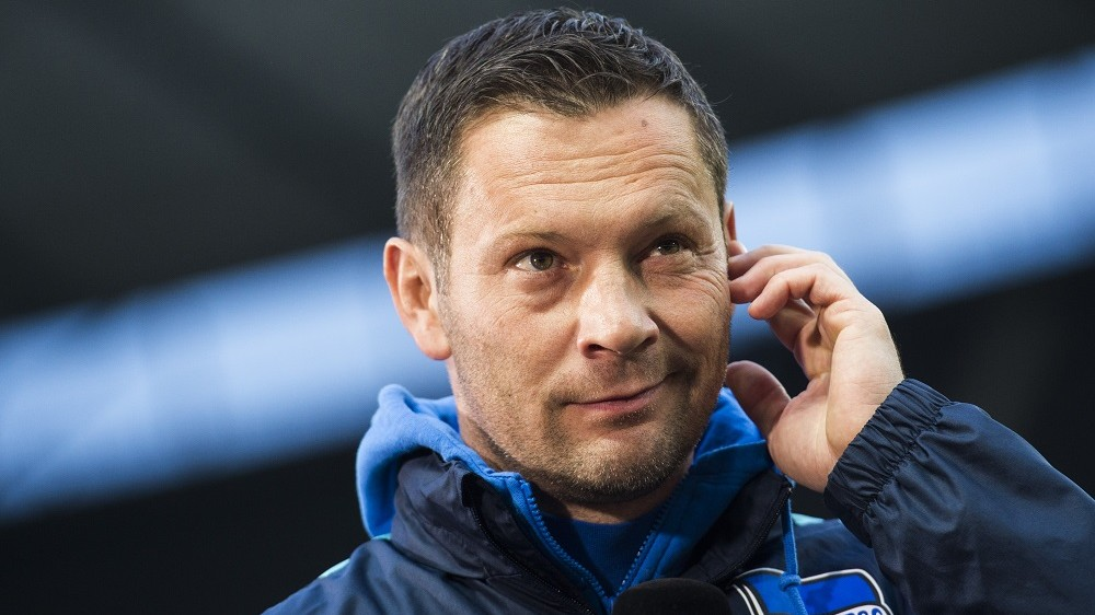 Hertha Berlin's Hungarian head coach Pal Dardai is pictured prior to the German first division Bundesliga football match Hertha BSC Berlin vs TSG 1899 Hoffenheim at the Olympic Stadium in Berlin on November 22, 2015.  AFP PHOTO / ODD ANDERSEN  RESTRICTIONS: DURING MATCH TIME: DFL RULES TO LIMIT THE ONLINE USAGE TO 15 PICTURES PER MATCH AND FORBID IMAGE SEQUENCES TO SIMULATE VIDEO.  ==RESTRICTED TO EDITORIAL USE == FOR FURTHER QUERIES PLEASE CONTACT THE DFL DIRECTLY AT + 49 69 650050. / AFP / ODD ANDERSEN