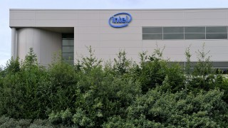 A picture taken on July 18, 2009 shows Intel factory of Leixlip, some 20 km from Dublin. US tech giant Intel has announced that it will cut almost 300 jobs of its Irish plant.   AFP PHOTO/ MIGUEL RIOPA / AFP / MIGUEL RIOPA