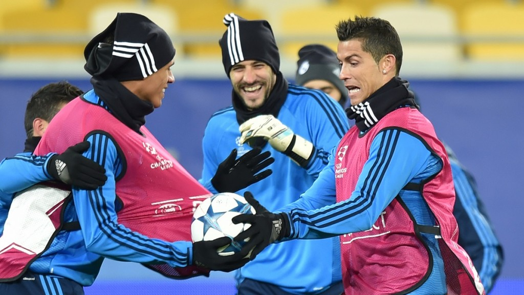 Real Madrid's players take part in a training session at the Arena Lviv Stadium in Lviv on November 24, 2015 on the eve before the UEFA Champions League Group A football match between Shakhtar Donetsk and Real Madrid. AFP PHOTO / SERGEI SUPINSKY / AFP / SERGEI SUPINSKY