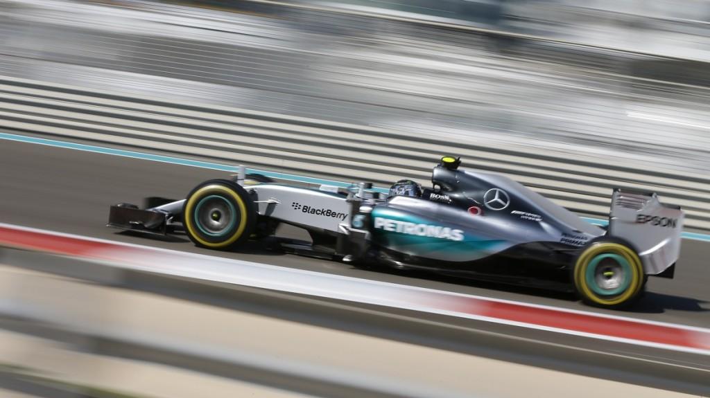 TOPSHOTS Mercedes AMG Petronas F1 Team's German driver Nico Rosberg drives during the first practice session at the Yas Marina circuit in Abu Dhabi on November 27, 2015 ahead of the Abu Dhabi Formula One Grand Prix.      AFP PHOTO / KARIM SAHIB / AFP / KARIM SAHIB