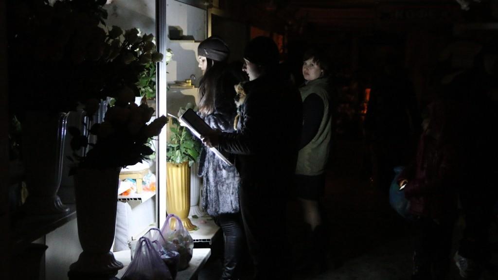 2550123 Russia, Simferopol. 12/25/2014 Shoppers in a store during power outage. Ukraine ceased electricity Crimea. Ukraine cuts off power supplies to Crimea. Andrey Iglov/RIA Novosti