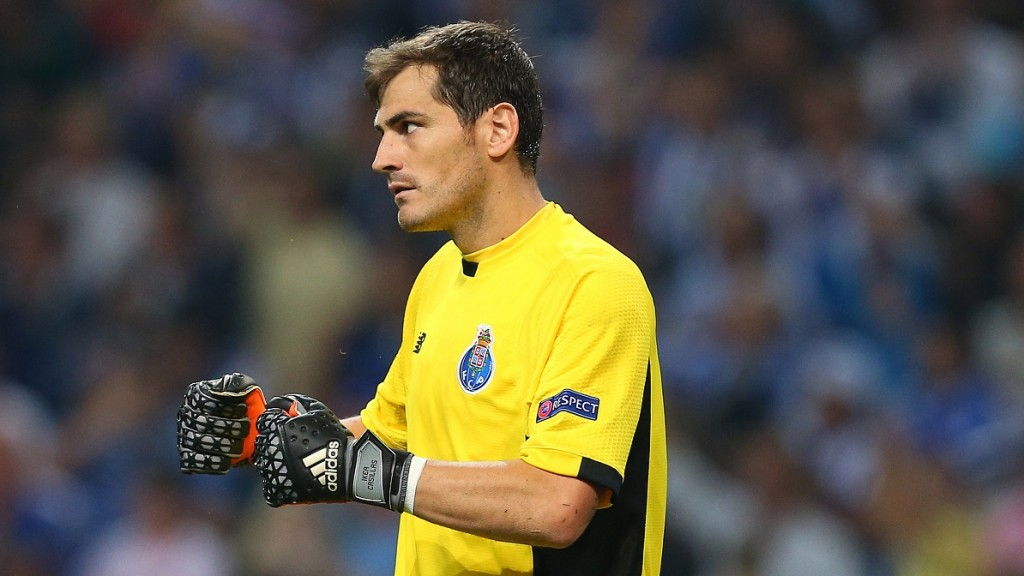 FC Porto goalkeeper Iker Casillas celebrates at full time during the UEFA Champions League Group G match between FC Porto and Chelsea played at Estadio Do Dragao, Porto, Portugal , on September 29, 2015. Photo Kieran McManus / BPI / DPPI