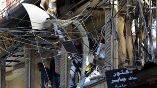 Bejrút, 2015. november 13. Súlyosan megrongálódott lakóépület az ismeretlen fegyveresek által elõzõ nap elkövetett kettõs öngyilkos robbantás helyszínén, Bejrút egyik, fõként síiták lakta negyedében 2015. november 13-án. Az NNA libanoni állami hírügynökség szerint a két pokolgép egymástól 150 méterre, és öt perc idõkülönbséggel robbant fel. A detonációkban legalább 43 ember életét vesztette és kétszáznál is többen megsebesültek. (MTI/EPA/Vael Hamzeh)