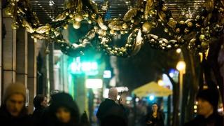 Budapest, 2015. november 28.Karácsonyi díszítés Budapesten, az Erzsébet körúton 2015. november 28-án.MTI Fotó: Balogh Zoltán