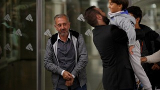 MADRID, SPAIN - SEPTEMBER 16:  Syrian refugee Osama Abdul Mohsen (L) arrive to Atocha Train Station as President of Cenafe Coaching Scool Miguel Angel Galan (C) lift Mohsen's son Zaid 7 (R) on September 16, 2015 in Madrid, Spain. Syrian refugee Osama Abdul Mohsen was tripped up to the ground by Hungarian camerawoman Petra Laszlo while carrying his son seven years old Zaid as he was trying to cross from Serbia to Hungary chased by police. The images hit the headlines around the world. Mohsen and part of his family finally reached Germany and has now been offered a job as football coach in Getafe city in Spain for Cenafe.  (Photo by Pablo Blazquez Dominguez/Getty Images)