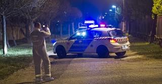 Zsámbék, 2015. november 17. Bûnügyi helyszínelõk dolgoznak 2015. november 16-án a Pest megyei Zsámbékon, a Bethlen Gábor utcában, ahol egy családi házban holtan találtak egy nõt, aki feltehetõen gyilkosság áldozata lett. MTI Fotó: Lakatos Péter