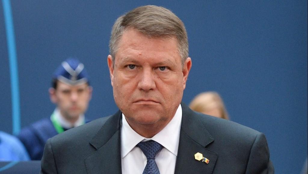 Brüsszel, 2015. március 19. Klaus Iohannis román elnök megérkezik az EU-tagországok állam- és kormányfõinek brüsszeli találkozójára 2015. március 19-én. (MTI/EPA/Stephanie Lecocq)