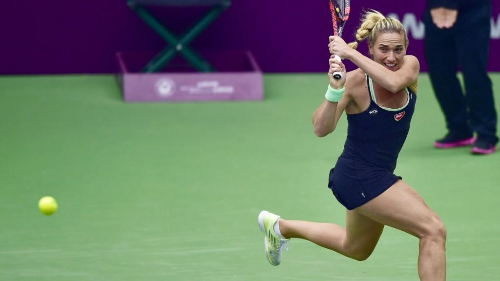 Tiencsin, 2015. október 15. Babos Tímea az amerikai Alison Riske ellen játszik a tiencsini kemény pályás nõi tenisztorna második fordulójában 2015. október 14-én. (MTI/Hszinhua/Jüe Jüe-vej)