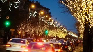 Budapest, 2011. december 7.Kocsisor a karácsonyi díszkivilágításban úszó Andrássy úton.MTI Fotó: Beliczay László