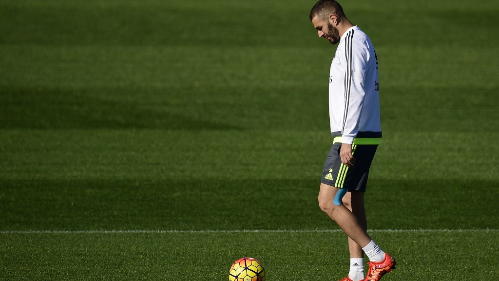 Real Madrid's French forward Karim Benzema walks during a training session at Valdebebas Sport City in Madrid on November 7, 2015 on the eve of their Liga's football match against Sevilla . AFP PHOTO/ PIERRE-PHILIPPE MARCOU