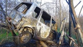 Kunadacs, 2015. november 8. Kiégett autó 2015. november 8-án a Kunszentmiklóst Kunadaccsal összekötő út mellett.  A jármű nekiütközött egy út menti fának, majd teljesen kiégett, miután felrobbant a csomagterében lévő 5 kilogrammos gázpalack. Az autót vezető férfit súlyos égési sérülésekkel vitték kórházba. MTI Fotó: Donka Ferenc
