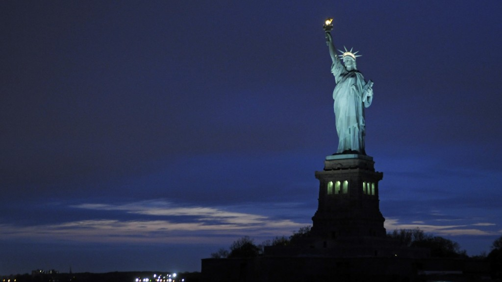 UNITED STATES, NEW YORK, MANHATTAN, STATUE OF LIBERTY AT NIGHT